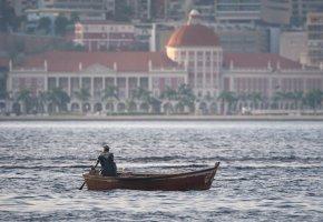 Venda de divisas aumenta na última semana e garante salários de expatriados